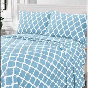 ⭐️SALE⭐️King 4pc Ice Blue Arabesque Bedsheets